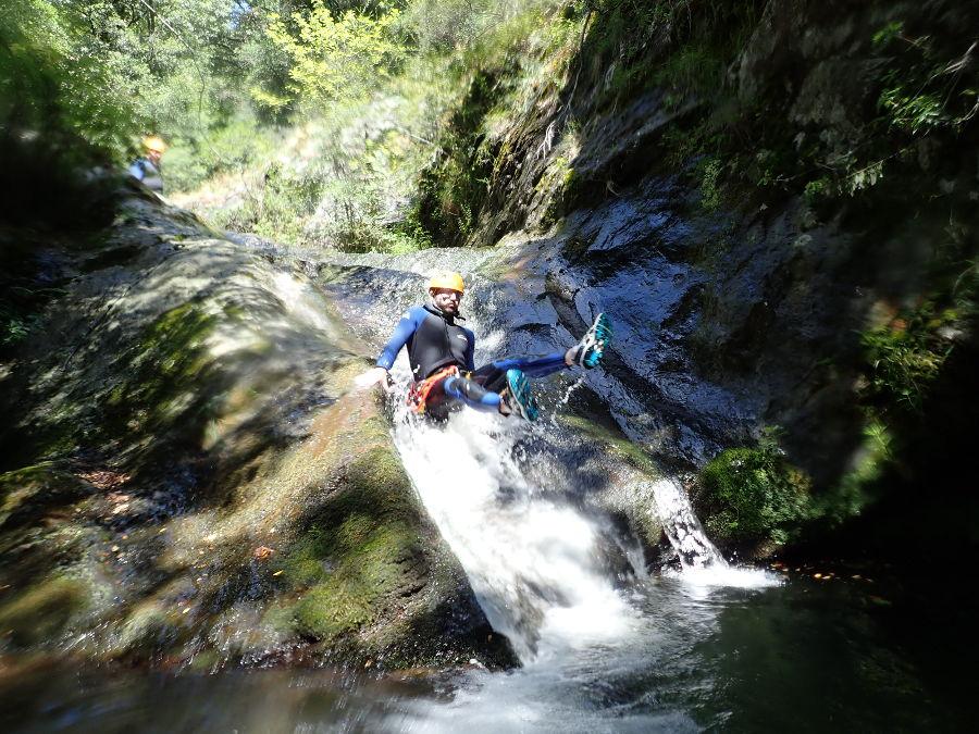 Canyoning Au Ruisseau D'Albès Près De Montpellier Dans Le Caroux En Occitanie