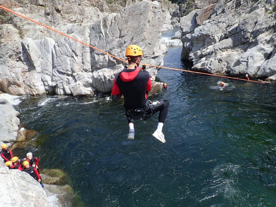 Tyrolienne En Canyoning Au Soucy Dans Le Gard, Près D'Anduze, Avec Entre2nature
