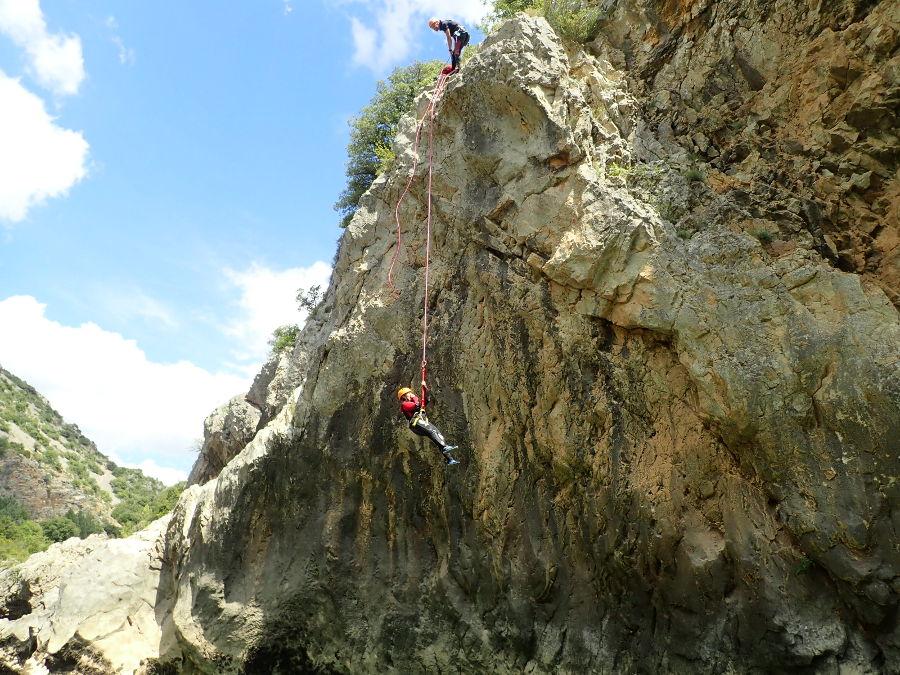 Descente En Rappel En Canyoning Près De Montpellier Au Canyon Du Diable Dans Les Gorges De L'Hérault