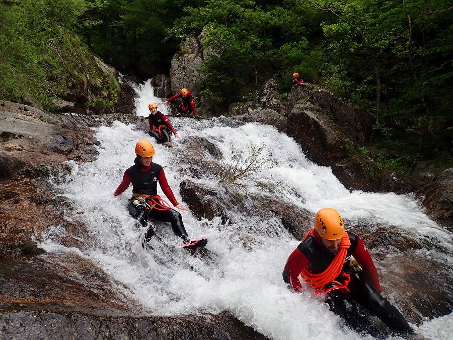 Canyoning Aux Cascades D'Orgon Avec L'équipe De Montpellier D'entre2nature Dans Les Cévennes