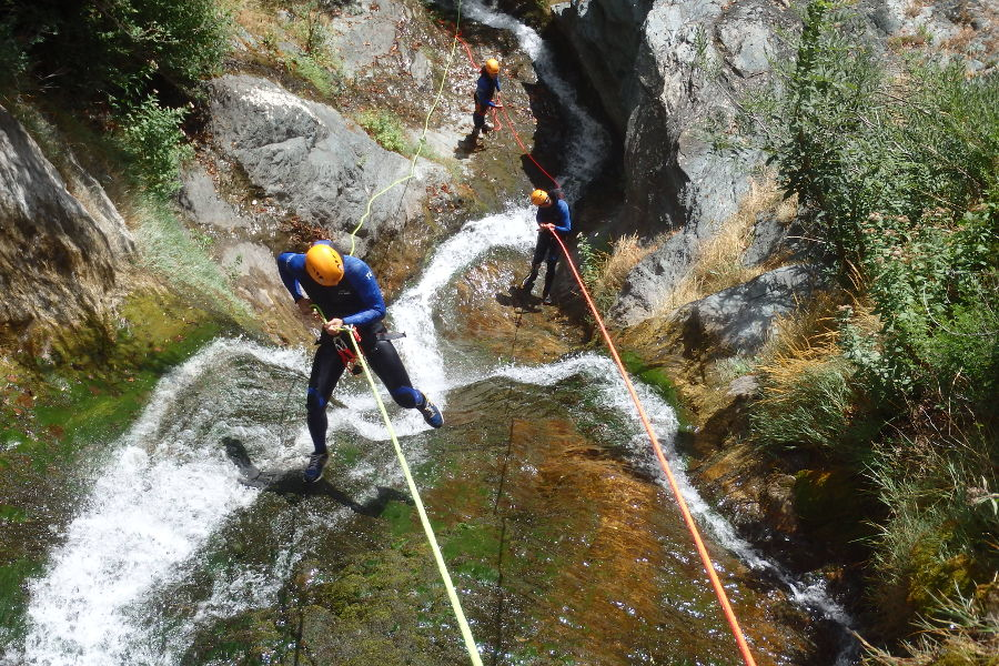 Rappel En Canyoning Près De Montpellier Avec L'équipe D'entre2nature, Dans Le Ruisseau D'Albès