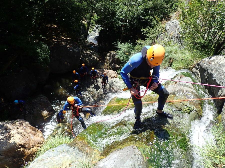 Rappel Au Canyon Du Ruisseau D'Albès Près De Montpellier Dans Le Caroux En Occitanie