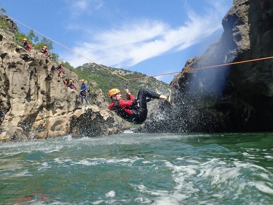 Tyrolienne En Canyoning Dans Le Canyon Du Diable, Près De Montpellier Et Saint-Guilhem Le Désert