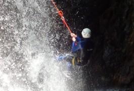 Canyoning Et Rappel Dans Les Cascades D'Orgon En Cévennes Dans Le Gard En Languedoc. Avec Les Moniteurs D'entre2nature