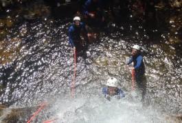 Canyoning En Cévennes Dans L'Orgon Avec Les Moniteurs Professionnels D'activité De Pleine Nature Dans Le Gard Et L'Hérault, Basé Sur Montpellier.