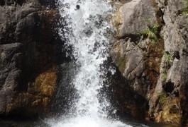 Canyoning Et Toboggan éjectable Dans Le L'Orgon Près Du Mont Aigoual, Dans Les Cévennes Et Le Gard. Sports De Pleine Nature à Sensations Près De Montpellier En Languedoc.
