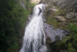 Rappel Dans Le Ruisseau D'Albès, Avec Les Moniteurs Du Languedoc-roussillon, Avec Des Professionnels Des Activités De Pleine Nature