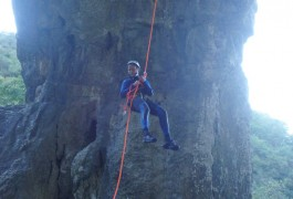 Rappel Sous L'arche Du Canyon Du Ravin Des Arcs.