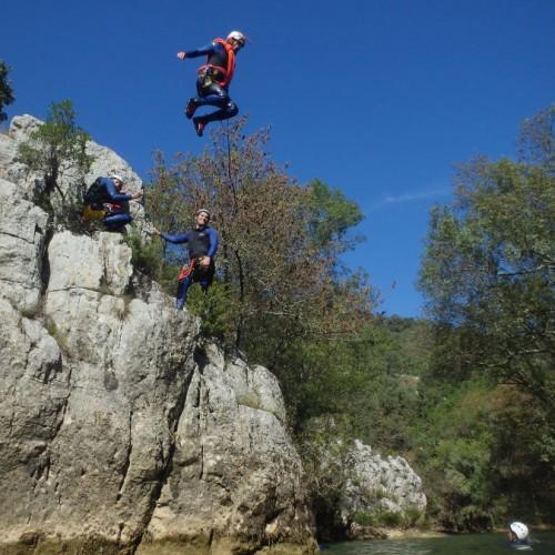 Saut En Canyoning Au Ravin Des Arcs, Avec Les Moniteurs D'entre2nature, Basé à Montpellier En Languedoc-Roussillon