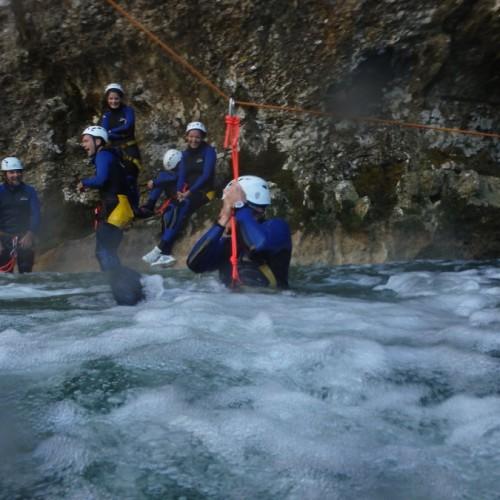 Tyrolienne En Canyoning Au Ravin Des Arcs, Près De Montpellier, Dans L'Hérault En Languedoc-Roussillon.
