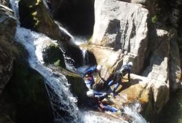 Cascades En Canyoning Au Tapoul, Près De Millau Dans L'Aveyron, Avec Les Moniteurs D'entre 2 Nature, Basé Sur Montpellier Dans L'Hérault