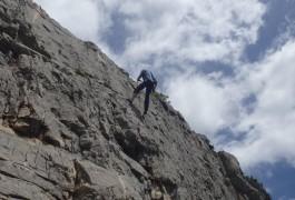 Rappel En Escalade, Pour Une Activité De Pleine Avec Des Professionnels Du Canyon Et De L'escalade, En Languedoc
