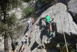 Escalade Au Thaurac, Près De Montpellier, Avec Des Groupes D'enfants De L'Hérault. Activités à Sensations Avec Entre2nature