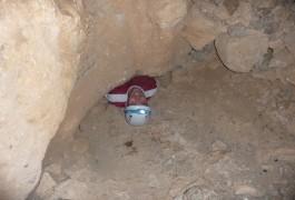 Grotte De La Randonnée-rappel Du Pic St-Loup, Près De Montpellier Dans L'Hérault En Languedoc-Roussillon. Sports De Pleine Nature Avec Les Moniteurs D'entre2nature.