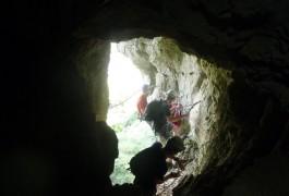Grotte Et Rappel Au Pic St-Loup, Pour Des Sports De Pleine Nature Près De Montpellier Dans L'Hérault. Accompagné Des Moniteurs Escalade D'entre2nature.