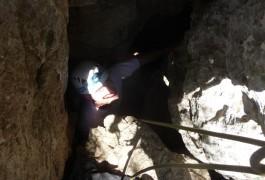 Grotte Et Rappel Avec Les Moniteurs Escalade De Montpellier Au Pic St-Loup, Dans L'Hérault Près De Montpellier, En Languedoc-Roussillon.