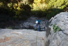 Rappel Dans La Via Ferrata Du Thaurac, Avec Des Moniteurs Professionnels De L'escalade Et Du Canyon.