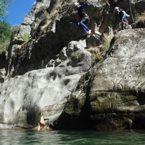 Guide Canyoning Dans Le Tapoul En Cévennes Près Du Mont Aigoual. Activités De Pleine Nature.