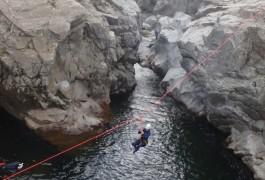 Canyoning Et Sa Tyrolienne Splash, Dans Le Soucy Et La Rivière Du Gardon, Près D'Anduze, Avec Les Moniteurs De La Vallée De L'Hérault. Entre 2 Nature: Sports De Pleine Nature à Montpellier.