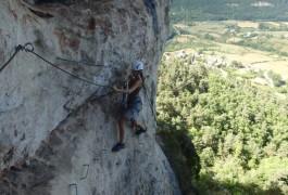 Via-ferrata Du Liaucous, Près De Mostuéljous Aux Portes Des Gorges Du Tarn. Sports De Pleine Nature Avec Les Moniteurs D'entre 2 Nature