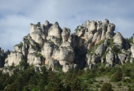 Via-ferrata Du Liaucous, Près De Mostuéljous Aux Portes Des Gorges Du Tarn. Activité De Pleine Nature En Tout Genre