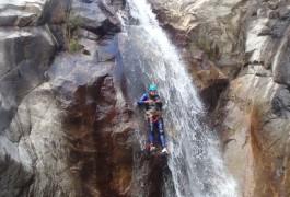 Toboggan Au Canyon Du Rec Grand Dans Le Caroux. Des Activités De Pleine Nature Avec Les Moniteurs D' Entre2nature Près De Montpellier Dans L' Hérault