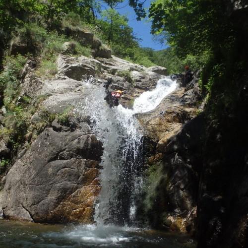Canyoning En Cévennes Dans Les Cascades D'Orgon Près Du Vigan Et De Ganges