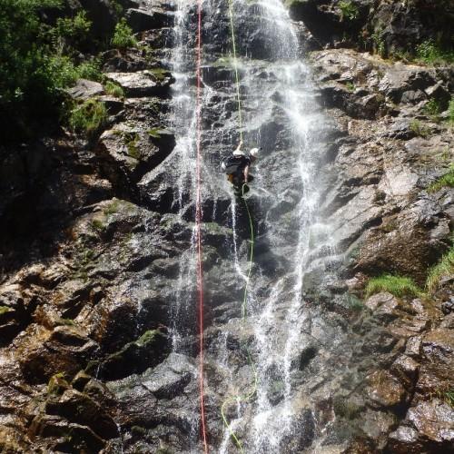 Rappel Te Canyoning Dans Les Cascades D'Orgon En Cévennes Près Du Vigan Dans Le Gard