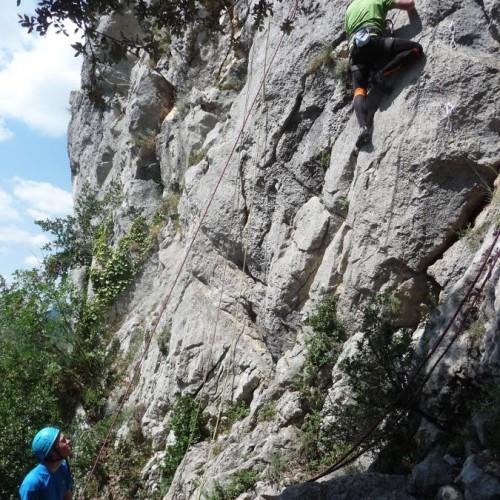 Escalade Dans L'Hérault Près De Montpellier Sur Le Rocher Du Thaurac