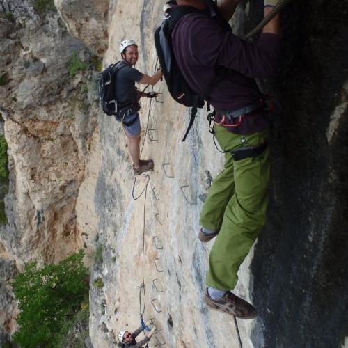 Via-ferrata En Aveyron Dans Le Liaucous Près De Millau, Avec Des Moniteurs De Pleine Nature