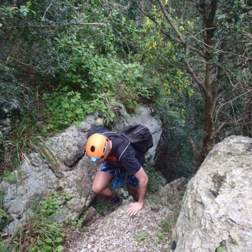 Moniteur D'escalade Au Pic Saint-Loup Pour Une Découverte De L'Hérault