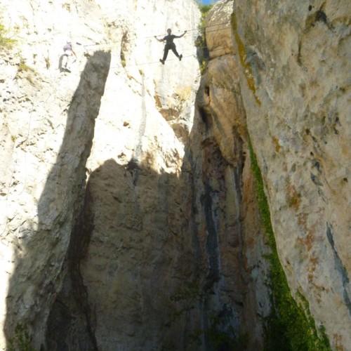 Via-ferrata Et Son Pont De Singe Dans Les Gorges Du Tarn Et Près De Millau En Aveyron