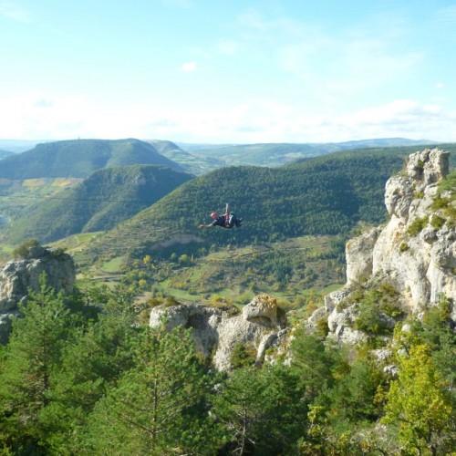 Tyrolienne En Via-ferrata Dans Le Liaucous, Près De Millau Et Des Gorges Du Tarn