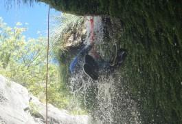 Canyoning Et Rappel à Saint-Guilhem Le Désert Au Pont Du Diable Dans Les Gorges De L'Hérault Avec Des Moniteurs De Pleine Nature