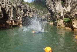 Canyoning Au Pont Du Diable Dans L'Héraut Près De Montpellier En Languedoc-Roussillon Avec Les Les Moniteurs D'entre2nature