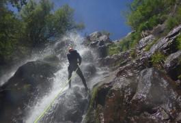 Rappel Au Canyon Des Cascades D'Orgon Dans Les Cévennnes
