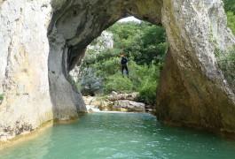 Canyon Du Ravin Des Arcs Et Sa Descente En Rappel Sous L'arche