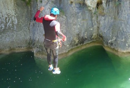 Saut En Canyoning Au Canyon Du Ravin Des Arcs