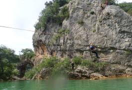 La Tyrolienne Du Canyon Du Ravin Des Arcs Près De Montpellier