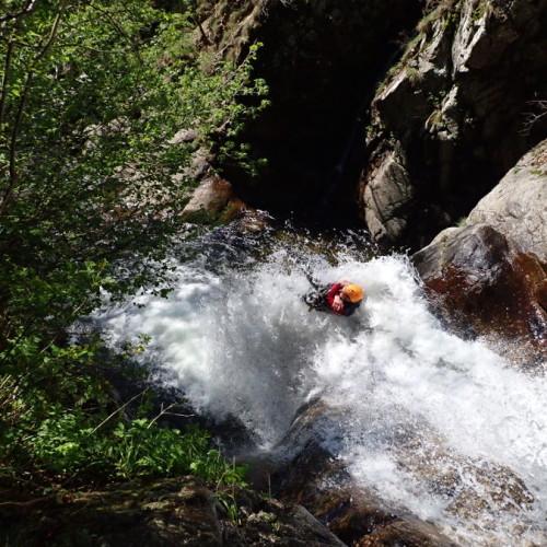 Toboggan éjectable En Canyoning Au Canyon Des Cascades D'Orgon
