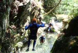 Canyoning Dans Le Caroux Et Un Des Sauts De L'Albès En Occitanie