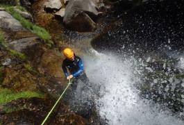 Canyoning En Cévennes Avec De Nombreux Rappels Sous Cascades