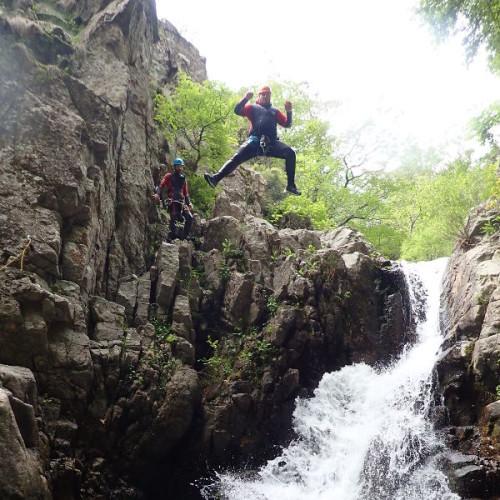 Canyoning Dans Les Cévennes Et Pleins De Sauts Aux Cascades D'Orgon