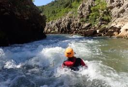 Canyoning Près De Montpellier Au Canyon Du Diable à Saint-Guilhem Le Désert En Occitanie