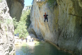 Canyoning Près De Montpellier Et Son Rappel En Fil D'araignée Dans L'Hérault