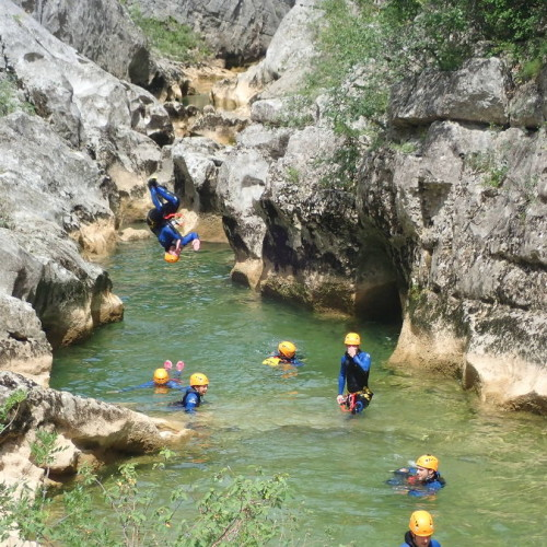 Canyoning Près De Montpellier Dans L'Hérault Au Ravin Des Arcs