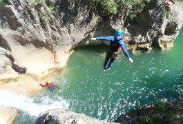 Canyoning Près De Montpellier Dans L'Hérault Avec Son Saut Au Ravin Des Arcs