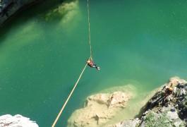 Canyoning Près De Montpellier Dans L'Hérault Avec La Tyrolienne Du Ravin Des Arcs