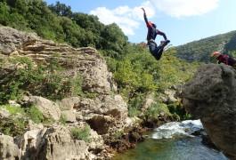 Saut En Canyoning Près De Montpellier Dans L'Hérault En Occitanie