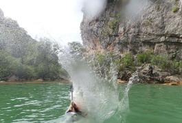 Tyrolienne Splash Dans Le Canyon Du Ravin Des Arcs